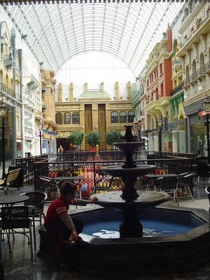 Nancydeb visited the West Edmonton Mall and saw the Northern Lights in the same day!