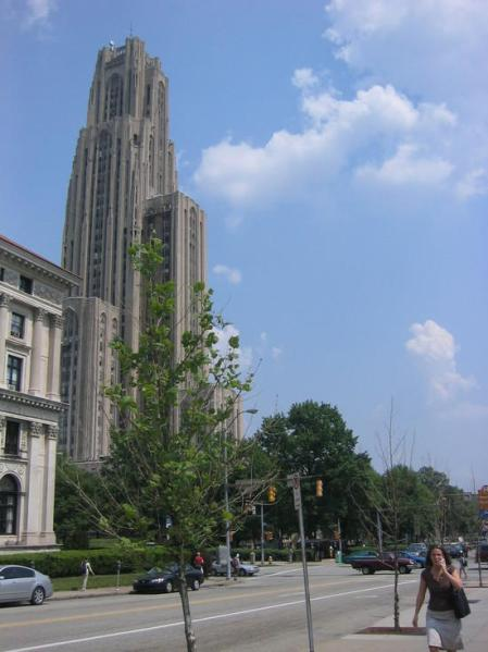 Lagalag1 outside the Cathedral of Learning in Pittsburgh