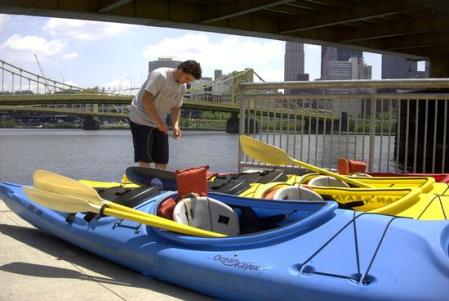 Jenn_and_dave went for a three mile kayak in Pittsburgh